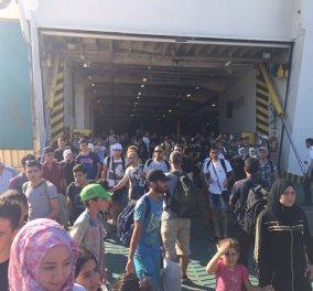 Στον Πειραιά το πλοίο «Ελευθέριος Βενιζέλος» - 2.440 Σύριοι πρόσφυγες έφτασαν στην Αθήνα - Κυρίως Φωτογραφία - Gallery - Video