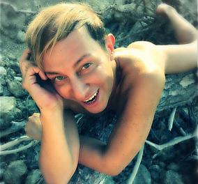 Ο Βασίλειος Κωστέτσος ολόγυμνος στα νερά του Ιονίου! Βασίλειε τέκνον της καλής χαράς   - Κυρίως Φωτογραφία - Gallery - Video