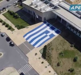 Συγκινητικοοοο! Άπλωσαν την μεγαλύτερη Ελληνική σημαία μήκους 39μ. & έψαλαν τον Εθνικό Ύμνο  - Κυρίως Φωτογραφία - Gallery - Video