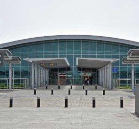 Μαμά και κόρη ζουν στο αεροδρόμιο της Λάρνακας εδώ και 1 χρόνο - Σαν την ταινία Terminal ακριβώς    - Κυρίως Φωτογραφία - Gallery - Video