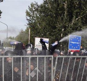 Επεισόδια με δακρυγόνα & αντλίες νερού κατά μεταναστών στον φράχτη των συνόρων Σερβίας - Ουγγαρίας    - Κυρίως Φωτογραφία - Gallery - Video