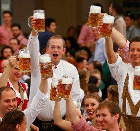 Στην υγειά μας πίνουν οι Γερμανοί: 32 φωτογραφίες από το διάσημο Oktoberfest - μπίρα μέχρι τελικής πτώσεως  - Κυρίως Φωτογραφία - Gallery - Video