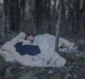 Συγκλονιστικό φωτορεπορτάζ: Ορφανά προσφυγόπουλα κοιμούνται ολομόναχα στα δάση της Ευρώπης - Κυρίως Φωτογραφία - Gallery - Video
