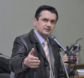 Bουλευτής Kοζάνης θα παντρευτεί την ημέρα των εκλογών - Σιγά μην τον αφήσει να πάει για πουρνάρια... - Κυρίως Φωτογραφία - Gallery - Video