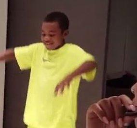 Βίντεο: Όταν ο μικρός γιος του Λεμπρόν μιμείται τον μπαμπά του - ο άσσος του μπάσκετ ξετρελάθηκε  - Κυρίως Φωτογραφία - Gallery - Video
