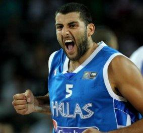 Eurobasket 2015: O ξέφρενος πανηγυρισμός του Μπουρούση - Κυρίως Φωτογραφία - Gallery - Video