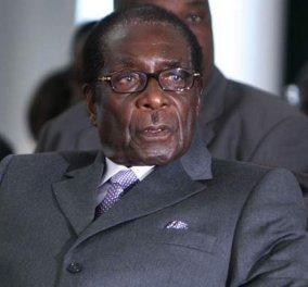 Λάθος λόγο διάβασε ο 91χρονος πρόεδρος της Ζιμπάμπουε -  Εκφώνησε τον ίδιο με πέρυσι    - Κυρίως Φωτογραφία - Gallery - Video