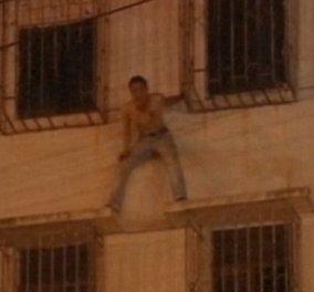 Βίντεο: Η διάσωση ενός Κινέζου που προσπαθεί να αυτοκτονήσει από αστυνομικούς με κινήσεις... ninja! - Κυρίως Φωτογραφία - Gallery - Video