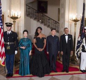 Πιο ωραία & πιο μοιραία από ποτέ η Μισέλ Ομπάμα - Μάξι τουαλέτα Vera Wang - Tρέσες στα μαλλιά   - Κυρίως Φωτογραφία - Gallery - Video