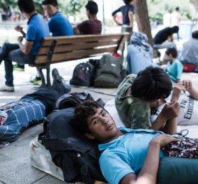 Σε Πεδίον του Άρεως Νο 2 μετατράπηκε η πλατεία Βικτωρίας - Δραματική η κατάσταση με τους μετανάστες - Διαμαρτύρονται οι κάτοικοι   - Κυρίως Φωτογραφία - Gallery - Video