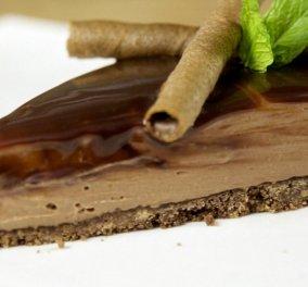 Ο Άκης Πετρετζίκης σε μεγάλα κέφια: Cheesecake με πραλίνα σοκολάτας!    - Κυρίως Φωτογραφία - Gallery - Video