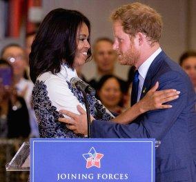 """Όταν ο Πρίγκιπας Harry  πήρε αεροπλάνο για να συναντήσει την Michelle Obama: Ένα λαμπερό """"ραντεβού"""" - Φώτο - βίντεο - Κυρίως Φωτογραφία - Gallery - Video"""