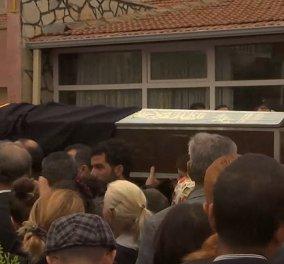 Θρήνος και οργή στις κηδείες των θυμάτων της πολύνεκρης επίθεσης στην Τουρκία - Εικόνες που ραγίζουν καρδιές   - Κυρίως Φωτογραφία - Gallery - Video