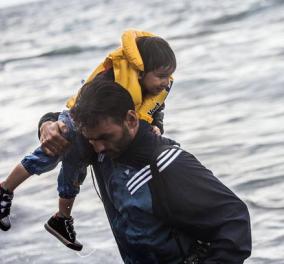 Άρης Μεσσήνης the great photographer: Άφησε την κάμερα & έτρεξε να βοηθήσει τους πρόσφυγες  - Κυρίως Φωτογραφία - Gallery - Video