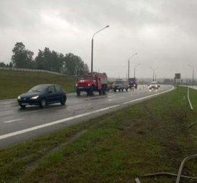 Οδηγός βγήκε από θαύμα ζωντανός μετά από αυτό το απίστευτο ατύχημα - Δείτε τις φώτο που κόβουν την ανάσα - Κυρίως Φωτογραφία - Gallery - Video