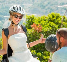 Βίντεο: Γαμπρός και νύφη «πετάνε» με αλεξίπτωτα - Δεν πίστευαν στα μάτια τους τουρίστες & ντόπιοι - Κυρίως Φωτογραφία - Gallery - Video