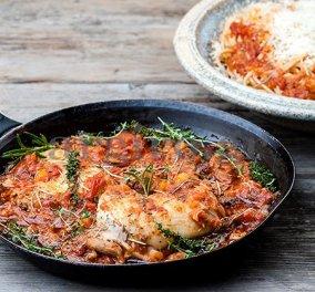 Χωριάτικη κότα αλανιάρα κοκκινιστή με μακαρόνια από την Αργυρώ - Ένα φαγητό που ''μυρίζει'' γιαγιά  - Κυρίως Φωτογραφία - Gallery - Video