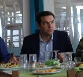 Το ''lunch'' Τσίπρα - Καμμένου στη Σκόπελο: Μπακαλιάρος σκορδαλιά & σαρδέλες στα κάρβουνα - Κυρίως Φωτογραφία - Gallery - Video