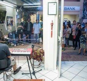 Ποπ συναυλία σε γραφείο κηδειών; Κι όμως συμβαίνει στο Χαλάνδρι - Κυρίως Φωτογραφία - Gallery - Video