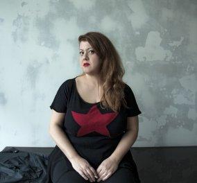 """Ευτραφής Ελληνίδα δημοσιογράφος ποζάρει με κορμάκι & δηλώνει φαν της Μαρίας Κορινθίου με τις """"διάσημες"""" καμπύλες που """"πληγώθηκαν"""" - Κυρίως Φωτογραφία - Gallery - Video"""