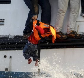 Βίντεο διάσωσης προσφύγων στο ναυάγιο της Μυτιλήνης από το Λιμενικό - Η υπεράνθρωπη προσπάθεια που συγκλονίζει  - Κυρίως Φωτογραφία - Gallery - Video