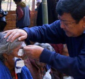 Good News: Ο 61χρονος Σάντουκ Ρούιτ κατάφερε να θεραπεύσει 120.000 φτωχούς ασθενείς με καταρράκτη - Κυρίως Φωτογραφία - Gallery - Video