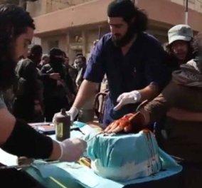 Πολύ σκληρό βίντεο: Τζιχαντιστές κόβουν για παραδειγματισμό το χέρι ενός κλέφτη- Η σκηνή μπροστά σε εκατοντάδες παιδιά  - Κυρίως Φωτογραφία - Gallery - Video