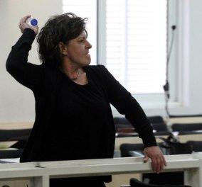 Το  ξέσπασμα της μητέρας του Φύσσα: « Δεν θα φύγω από τη ζωή αν δεν κρεμάσω τον Ρουπακιά - Θα του κόψω το λαρύγγι»  - Κυρίως Φωτογραφία - Gallery - Video