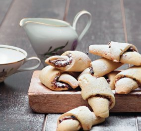 Ο Στέλιος Παρλιάρος προτείνει: Εύκολα μπισκότα-κρουασάν τέλεια με τον καφέ σας  - Κυρίως Φωτογραφία - Gallery - Video