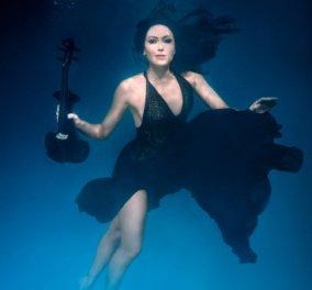 Η θεά του βιολιού Linzi Stoppard με τα βιολέ μάτια σε υποβρύχιες σέξι πόζες για το νέο της δίσκο Shallow Seas - Κυρίως Φωτογραφία - Gallery - Video