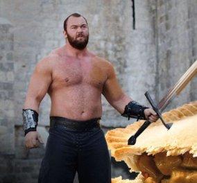 O σταρ του UFC Conor McGregor απέναντι από το «Βουνό» του Game of Thrones & δεν τα πήγε καθόλου άσχημα - Βίντεο - Κυρίως Φωτογραφία - Gallery - Video