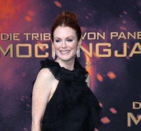H Julianne Moore φοράει κοσμήματα Chopard στην Παγκόσμια Πρεμιέρα των Hunger Games & αστράφτει - Κυρίως Φωτογραφία - Gallery - Video