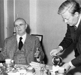 VINTAGE STORY- PICS: Ότανο Χέλμουτ Σμιτ σερβίριζε τσάι τον τσαντισμένο Κων/νο Καραμανλή γιατί δεν μας ήθελε στην ΕΟΚ - Κυρίως Φωτογραφία - Gallery - Video