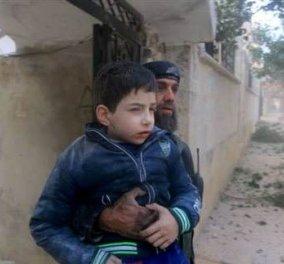 Δεκάδες νεκροί σε αεροπορικές επιδρομές στο Ιντλίμπ της Συρίας - Τους Ρώσους κατηγορούν οι κάτοικοι - Κυρίως Φωτογραφία - Gallery - Video