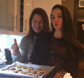 Η κόρη μου και εγώ φτιάξαμε μελομακάρονα και μπισκοτάκια με συνταγές του Άκη! Φωτό - Σας ευχόμαστε eirinika Χριστούγεννα! - Κυρίως Φωτογραφία - Gallery - Video