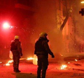 """Σοβαρά επεισόδια μετά τη βραδινή πορεία των αντιεξουσιαστών για την 7η επέτειο από τη δολοφονία Γρηγορόπουλου - """"Πεδίο μάχης"""" τα Εξάρχεια - Κυρίως Φωτογραφία - Gallery - Video"""