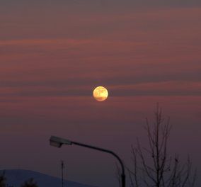 Πανσέληνος & ζέστη! Εξαίσιες φωτό από τα Τρίκαλα με το Χριστουγεννιάτικο φεγγάρι να μας γνέφει  - Κυρίως Φωτογραφία - Gallery - Video