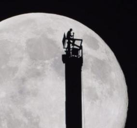 """Βίντεο - απίθανο: """"Σκιά"""" ο Σεϊχης του Ντουμπάι στο ψηλότερο κτίριο με το φεγγάρι ασημένιο φόντο - Κυρίως Φωτογραφία - Gallery - Video"""