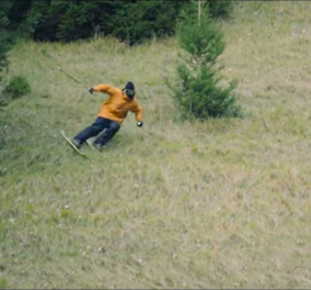 Ουάου: Ο Σκιέρ κατεβαίνει τις πλαγιές χωρίς χιόνι - Βιντεο - Κυρίως Φωτογραφία - Gallery - Video