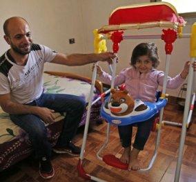 Ο Σύρος πατέρας που συγκίνησε τον πλανήτη - Ιδού πως οι φωτογραφίες που κουβαλούσε την κόρη του άλλαξαν τη ζωή τους - Κυρίως Φωτογραφία - Gallery - Video