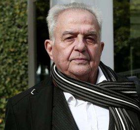 Εμπρηστική επίθεση στο σπίτι του Αλέκου Φλαμπουράρη - Πέταξαν 10 μολότοφ ενώ ο ίδιος ήταν μέσα! - Κυρίως Φωτογραφία - Gallery - Video