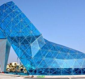 Έφτιαξαν εντυπωσιακή εκκλησία-γόβα από μπλε γυαλί για να προσελκύσουν τις γυναίκες να παντρευτούν εκεί  - Κυρίως Φωτογραφία - Gallery - Video
