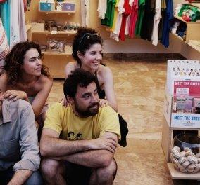 Αποκλ. Made in Greece οι 4 των When in Greece - Η παρέα που βάζει στο χρονοντούλαπο τα παλιομοδίτικα αναμνηστικά - Κυρίως Φωτογραφία - Gallery - Video