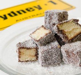 Αυστραλέζικα μικρά κέικ lamingtons από τον φοβερό Στέλιο Παρλιάρο - Θα σας ξετρελάνουν! - Κυρίως Φωτογραφία - Gallery - Video