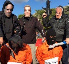 Αγρίνιο: Ο Τσίπρας σε ρόλο «δήμιου τζιχαντιστή» αποκεφαλίζει αγρότες σε... διαδήλωση (Φωτό - βίντεο) - Κυρίως Φωτογραφία - Gallery - Video