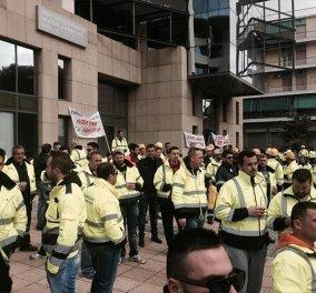 Έξω από το υπουργείο Περιβάλλοντος & Ενέργειας οι εργαζόμενοι από τις Σκουριές για να σώσουν τις θέσεις τους: Σε εξέλιξη η συνάντηση Σκουρλέτη- Ράιτ - Κυρίως Φωτογραφία - Gallery - Video