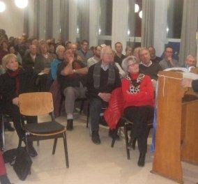 Γερμανός ιερέας στην Φρανκφούρτη συγκεντρώνει χρήματα για τους Έλληνες που υποφέρουν - Ένας φιλέλληνας που δακρύζει - Κυρίως Φωτογραφία - Gallery - Video