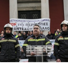 Εκατοντάδες ένστολοι διαδήλωσαν έξω από την Βουλή: «Σώζουμε ζωές, μην πνίγετε τις δικές μας»- Φώτο  - Κυρίως Φωτογραφία - Gallery - Video