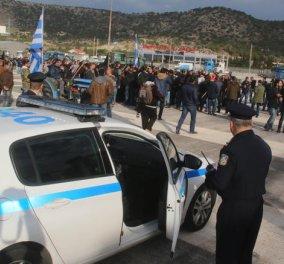 Γυαλιά καρφιά τα έκαναν οι αγρότες στο Χαϊδάρι - Δεν τους αφήνουν να μπουν στην Αθήνα - Κυρίως Φωτογραφία - Gallery - Video