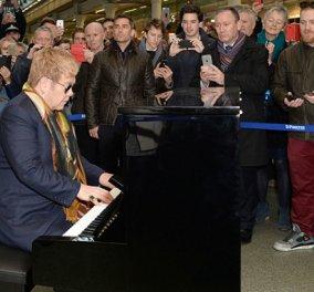 Και ξαφνικά στο μετρό μπροστά μου ο Έλτον Τζον παίζει πιάνο !!! - Κυρίως Φωτογραφία - Gallery - Video